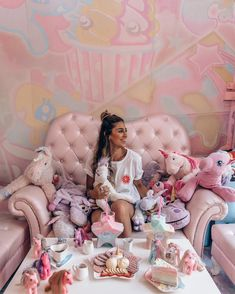Eating in the Unicorn Cafe in Bangkok Thailand. Find the perfect 10 day Thailand itinerary here! Bangkok Hotel, Bangkok Travel, Bangkok Thailand, Thailand Travel, Asia Travel, Unicorn Cafe, Unicorn Party, Unicorn Rooms, Unicorn Birthday