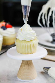 Whipped Cream Frosting with Cream Cheese - Stable & Perfectly Sweet Stable Whipped Cream, Stabilized Whipped Cream Frosting, Whipped Cream Cakes, Whipped Frosting, Homemade Whipped Cream, Coconut Whipped Cream, Ice Cream, Whip Cream Frosting, Oreo Cupcakes