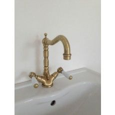 Armatur Revival In Bronze #armaturen #retrobad #nostalgie #faucets  #traditional #bathroom. BronzeRetroTraditionellen BadWasserhähne