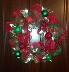 make a mesh Christmas Wreath