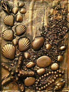 New painting sea shells mixed media ideas Seashell Painting, Seashell Art, Seashell Crafts, Beach Crafts, Mixed Media Canvas, Mixed Media Art, Mix Media, Glue Art, Coin Art