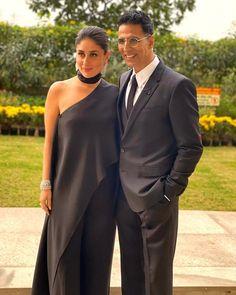 Kareena Kapoor Khan sizzling at the HT Summit Awards 2019 with this drop dead gorgeous and fiery look . She wore this flowy yet classy balck outfit . Akshay Kumar Style, Sr K, Francisco Lachowski, Kareena Kapoor Khan, Varun Dhawan, Jason Momoa, Indian Celebrities, Bollywood Actors, Kristen Stewart