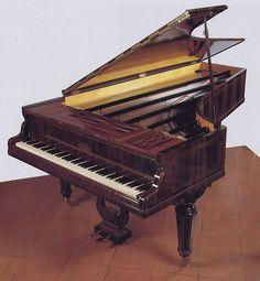 Pianoforte Erard 1858 (Museo  degli Strumenti Musicali, Milano)    #TuscanyAgriturismoGiratola
