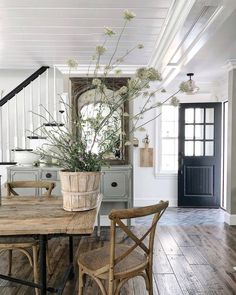 "Ellen on Instagram: ""Sunshine and wildflowers ☺️🌿 #farmhouse #wildflowers #farmhousefresh #frenchfarmhouse #newenglandhome #modernfarmhouse #peacefulhome…"""