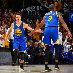 「@warriors lead 45-43 at the half. #NBAFinals」