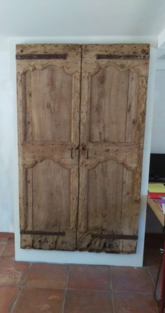 cupboard old style pigtail - Old Doors, Armoire, Wood Wardrobe, House Styles, Closet Bedroom, Built In Cupboards, Hidden Storage, Cupboard, Doors Interior