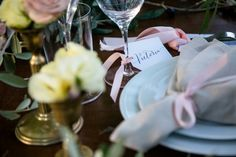 Guests names are tied to the wine glasses rim for a modern touch. Simple but elegant wedding stationery on embossed paper  #weloveweddingstationary