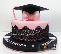 Torta de Graduación , con detalles únicos en ella, elaborado por MONICA PASTAS Y DULCES