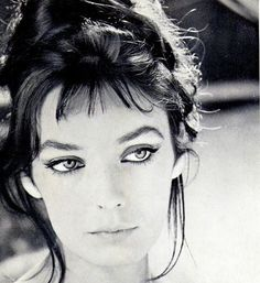 Marie Laforêt The women with the golden eyes Actress, singer Dive in the music and I dive into yours eyes Deeply sad 😔 to. Timeless Beauty, My Beauty, French Movies, French Actress, Vintage Beauty, Old Hollywood, Movie Stars, Actors & Actresses, Beautiful People