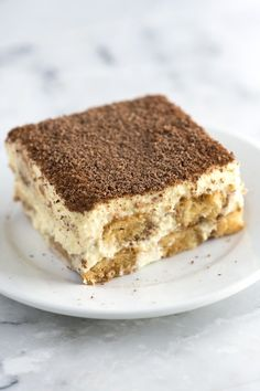 Tiramisu Recipe with Tips Tiramisu is one of our absolute favorite desserts. It is even simple to make, you just need a little time.Tiramisu is one of our absolute favorite desserts. It is even simple to make, you just need a little time. Italian Tiramisu, Italian Desserts, Köstliche Desserts, Italian Recipes, How To Make Tiramisu, Homemade Tiramisu, Best Tiramisu Recipe, Tiramisu Recipe With Cream Cheese, Authentic Tiramisu Recipe