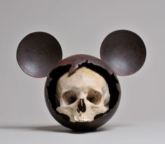 Nicolas Rubinstein - Mickeyskull II ( série Mickey is also a rat ) Skull Face, Cow Skull, Curiosity Shop, Inspirational Artwork, Vanitas, Mickey And Friends, Skull And Crossbones, Black Skulls, Skull And Bones