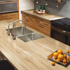 3423 Travertin DoreLes comptoirs stratifiés avec évier sous-plan exigent une installation particulière. Veuillez-vous informer auprès d'un professionnel avant de procéder. Laminate countertops with an undermount sink require a special installation. Please consult a professional before proceeding.