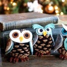 DIY Web ❤ du jour... ou comment transformer des pommes de pin en petites chouettes décoratives pour le sapin de Noël. Une chouette idée créative pour les fêtes de fin d'année...