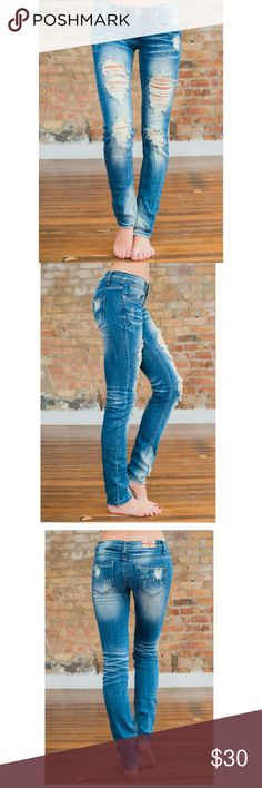 Machine Destroyed Skinnies!!! Super trendy Machine brand destroyed skinny jeans. Super soft denim and VERY stretchy. Has an antiqued tint to the shredded parts. Wear with flats or flip flops now and in the fall and winter with boots!! Great condition with no issues worn once or twice. Machine Jeans Skinny