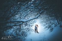 Engagement photo session in a forest full of snow #engagement #engagementideas #engagementinspiration #fidanzamento #elopement #weddingphotographer #weddingphotography #weddinginspiration #fotografomatrimoni #fotografo #bestweddingphotos #fotografomatrimoniterni #fotografoterni #bestweddingphotos #bridetobe #forest #faggeta #snow #winter #winterengagement #relliniartstudio #destinationweddingphotographer