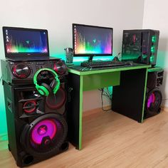 Any desktop gamer would know that along with a high-end graphics card, there needs to be a top-notch gaming monitor to complement it. Setup Desk, Gaming Desk Setup, Best Gaming Setup, Gamer Setup, Computer Setup, Pc Setup, Computer Technology, Tour Pc, Configuration Pc