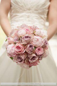 Brautstrauss mit Rosen und Pfingstrosen im Vintage-Stil