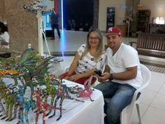 Cristian e Adriana e sua linda arte em bichos de papel.