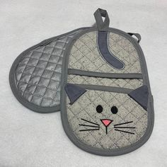 Kitty Cat Finger Tip Oven Mitt Trivet Hot Pads Table Decor Family Christmas Gifts, Gifts For Family, Quilt Block Patterns, Pattern Blocks, Quilted Potholders, Hanging Towels, Mug Rugs, Hot Pads, Fun Projects