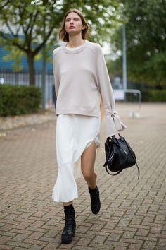 Resultado de imagem para Custom...Bassike Lo Slung denim skirt street style