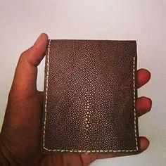 stingray leather wallet.  Www.jualtaskulit. com +6285642717764  #wallet #leatherwallet #nabatileather #dompet #dompetkulit #unik #exotic #menfashion #crafts #leathercraft #fashion #whiteblue