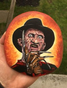 Rock Painting Ideas Easy, Rock Painting Designs, Flag Painting, Stone Painting, Halloween Rocks, Halloween Party, Halloween Door Hangers, Manualidades Halloween, Scary Faces