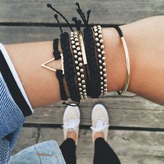 These black and gold Pura Vida Bracelets layered together create a pulled together and relaxed look! Use the code: JENROMANSKI10 for 10% off your Pura Vida Purchase!