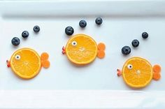 19 Easy And Adorable Animal Snacks To Make With Kids Babysitters and parental units, meet your new secret snack weapon: Orange fish with blueberry bubbles snack. Fille Au Pair, Animal Snacks, Fruit Animals, Animal Food, Vegetable Animals, Orange Fish, Snacks To Make, Fruit Snacks, Kid Snacks