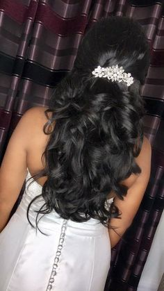 25 Beautiful Indian Wedding Hairstyle Ideas For Long Dress Hairstyles, Bride Hairstyles, Curled Hairstyles, Hairstyles Haircuts, Straight Hairstyles, Hairstyle Ideas, Engagement Hairstyles, Brunette Hairstyles, Girl Haircuts