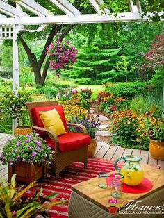 I just love this patio & the beautiful flowers!