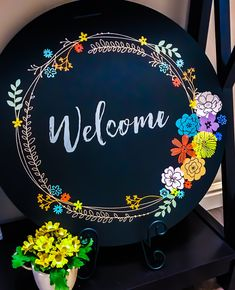 Chalk Couture - Rustic Wreath transfer, Welcome transfer and mini florals all used on the boutique round board! Create your own 👇🏼 Diy Wall Decor For Bedroom, Diy Wall Art, Diy Art, Paper Wall Decor, Chalk Crafts, Wood Crafts, Paper Crafts, Art N Craft, Craft Stick Crafts