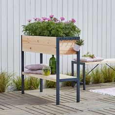 Space-Saving Balcony Decoration Ideas with Planter Box - Unique Balcony & Garden Decoration and Easy DIY Ideas Balcony Planters, Balcony Garden, Garden Furniture, Outdoor Furniture Sets, Outdoor Decor, Patio Decorating Ideas On A Budget, Patio Ideas, Diy Patio, Porch Decorating
