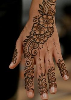 Explore latest Mehndi Designs images in 2019 on Happy Shappy. Mehendi design is also known as the heena design or henna patterns worldwide. We are here with the best mehndi designs images from worldwide. Indian Wedding Henna, Wedding Henna Designs, Henna Designs Feet, Henna Designs Easy, Best Mehndi Designs, Henna Tattoo Designs, Mehndi Designs For Hands, Indian Bridal, Bridal Henna