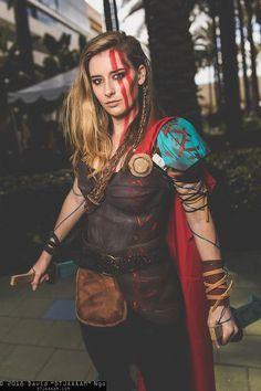 Female Thor Ragnarok cosplay