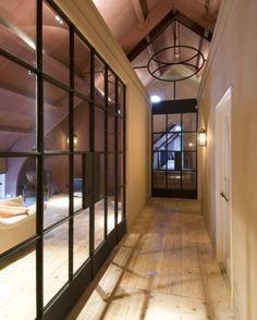 Maison Belle Interieur inspiratie | In een boerderij transparante hal. Door maisonbelle