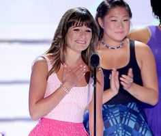 Lea Michele dedicates Teen Choice Award to Glee star Cory Monteith.