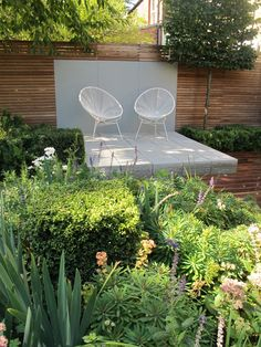 the look could be achieved with cinder blocks for much less; also love the horizontal fence; modern landscaping