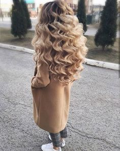 The 35 Perfect Wedding Hairstyles - You Can Do Yourself! Bridesmaid Hair, Prom Hair, Curled Hairstyles, Wedding Hairstyles, Winter Hairstyles, Medium Hairstyles, Pretty Hairstyles, Beautiful Blonde Hair, Natural Hair Styles