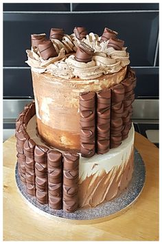 Kinderbueno cake Beautiful Cakes, Desserts, Food, Tailgate Desserts, Deserts, Essen, Postres, Cake Art, Meals