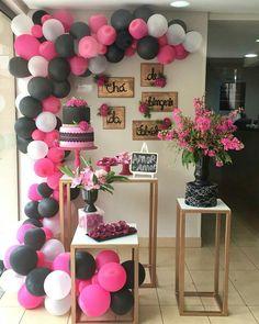 Despedida de solteira: 50 ideias e dicas para tornar este dia inesquecível Balloon Backdrop, Balloon Decorations, Birthday Party Decorations, Party Themes, Balloons, Birthday Parties, Birthday Goals, Rock Star Party, Panda Party