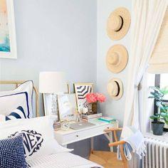 ¿No tienes espacio para disfrutar de un coqueto escritorio en tu dormitorio? ¡Te mostramos algunas ideas! #home #sweethome #bathroom #decor #design