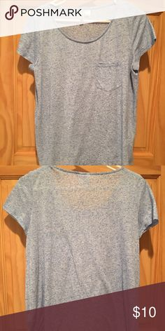 Women's H&M Basic Tee M Heather Blue Like new! Only worn a few times no stains or rips!!  Hello I'm Bailee! Welcome to my page :)  ❌No Trades ✅Reasonable Offers Welcome ✅All of my items come from a smoke free home :) H&M Tops Tees - Short Sleeve