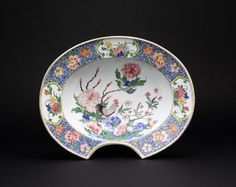 chinese export porcelain famille rose barbers bowl Qianlong period circa 1740 European Market Length: 13½ inches; 34 cm An exceptionally high quality famille rose barber's bowl decorated with a crowing rooster on a rock with peonies, the rim with floral reserves on a scrolling ground of overglaze blue and white enamels with further scattered flowers.