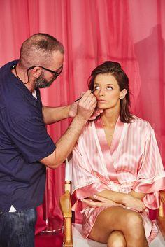 Victoria's Secret Fashion Show Makeup 2015 Watch a Victoria's Secret Model Go From Barefaced to Dolled Up
