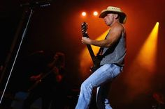 CDs Not Streaming Send Kenny Chesney to No. 1
