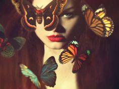 Bild från http://www.darkbeautymag.com/wp-content/uploads/2014/10/Magic-Owen-Photography-Gingerface-UK-Model-hair-makeup-Joanna-Strange-MakeUp-and-Hair-Butterfly.jpg.