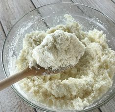 easy-to-make homemade natural dishwasher detergent tabs and they REALLY WORK! Cleans stuck-on food, gets silverware shiny, & glasses sparkling! DIY essential oil recipe for dishwasher detergent tabs. Dishwasher Tabs, Dishwasher Detergent, Homemade Cleaning Supplies, Cleaning Hacks, Natural Laundry Detergent, Essential Oils Cleaning, Cleaners Homemade, Diy Cleaners, Natural Cleaning Products