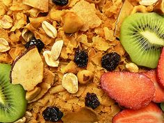 Granola used to be one of those foods like yogurt that you could only find in health food stores where earthy, health-conscious people shopped. Fortunately, now granola is mainstream. Nut Free Trail Mix Recipe, Trail Mix Recipes, Low Calorie Recipes, Diet Recipes, Healthy Recipes, Eat Healthy, Diabetes Recipes, Diabetes Diet, Lunch Recipes