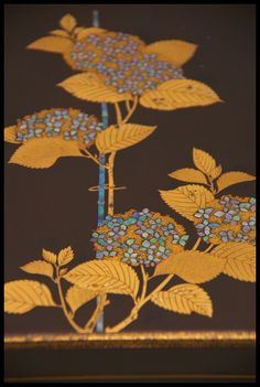 "Gold-relief lacquerware ""hydrangea"" box, Edo era (18th century), Japan"