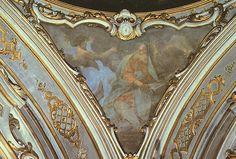 Il pennacchio rappresenta ciascuna delle superfici di raccordo tra una cupola e la struttura di piedritto, quadrata o poligonale, su cui essa si imposta